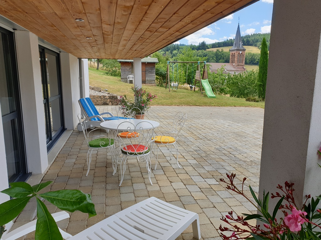 Terrasse couverte vue sur Col du Pilon