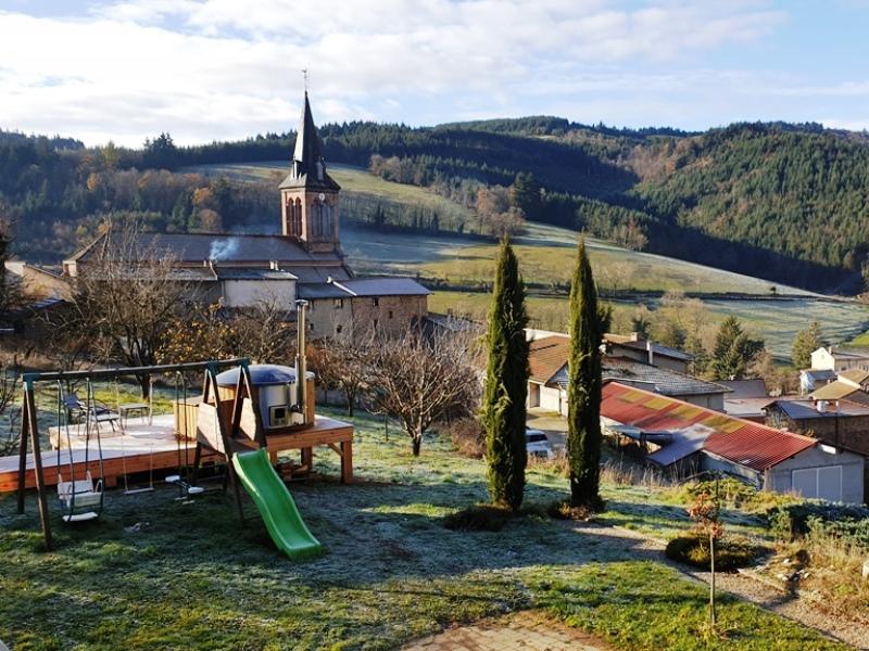 Bain nordique et vue église Valsonne
